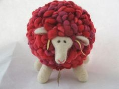 Ovejas de fieltro All these sheep got here as a result of my thinning my Crochet… Pom Pom Crafts, Felt Crafts, Felt Patterns, Stuffed Toys Patterns, Needle Felted Animals, Felt Animals, Wet Felting, Needle Felting, Sheep Wool