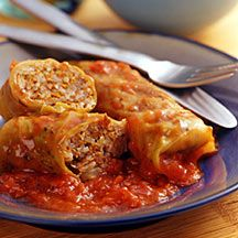 weight watchers beef cabbage rolls - can knock off even more calories by using brown rice, ground turkey and skipping the bread crumbs. Skinny Recipes, Ww Recipes, Low Calorie Recipes, Cooking Recipes, Healthy Recipes, Cooking Tips, Plats Weight Watchers, Weight Watchers Diet, Healthy Cooking