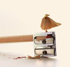 Artist Tatsuya Tanaka creates intricate miniature worlds that are equal parts thoughtful, detailed, and whimsical. On a daily basis, the Japanese artist Micro Photography, Miniature Photography, 365 Day Calendar, Miniature Calendar, Tiny World, Cute Little Things, People Art, Japanese Artists, Miniture Things