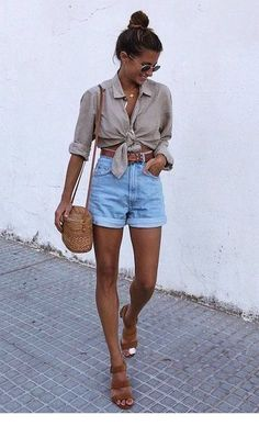 casual outfits for winter ; casual outfits for women ; casual outfits for work ; casual outfits for school ; Look Short Jeans, Look Con Short, Jean Short Outfits, Outfits With Jean Shorts, Shorts Outfits Women, Fashion Shorts, Shorts Jeans, Woman Outfits, Sweater Outfits