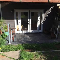 House in San Francisco, United States. Recently renovated garden unit with private entrance and private bathroom.   Quiet one-bedroom with private, large living room with Xfinity cable TV and wi-fi in the heart of desirable Inner Mission neighborhood. Lots of room to spread out and rel...