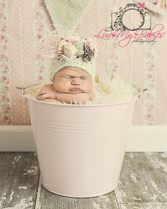 I MUST take my baby's picture in a bucket!!!