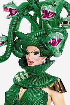 Drag queen Medusa