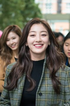 Sana and Jihyo TWICE