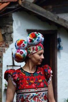 Giant pom pom headdress in Hungarian, Matyo Folklore, Hungarian Embroidery, Textiles, Folk Costume, Looks Cool, Headgear, Traditional Dresses, Headdress, Fascinator