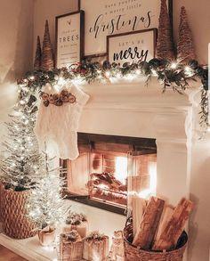 Decoration Christmas, Christmas Mantels, Farmhouse Christmas Decor, Noel Christmas, Xmas Decorations, Christmas Music, Christmas Cookies, Christmas Staircase, Christmas Countdown
