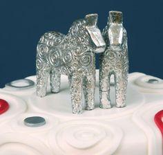 KakPrat - om tårtdekorering: Bröllopstårta med dalahästar
