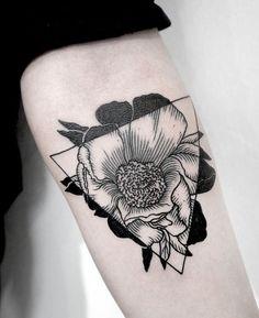Single Black and White Triangle Poppy