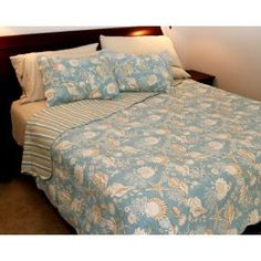Natural Shells 90 x 92 Full/Queen Quilt :           This natural shells quilt bedding evokes the most carefree days of summer and sunny days on the beach. The pure cotton Natural Shells Quilt and Bedding have an enchanting ocean and seashell theme. Scalloped quilt, cable-stitched with wavy lines, is aqua with seashells, sta...