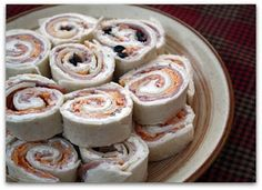 Mommy's Kitchen: Tortilla Ham & Cheese Pinwheels {Potluck Sunday}