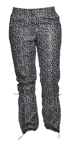 With her eyes on her prize, Lotta pants are not just about looking good.  This black leopard makes her rounds on the course like a champion while protecting you from the winds. Black Leopard Wind Lotta Pants #Golf #Fall2015 #WomensFashion