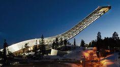 L'emplacement de cet appartement norvégien est sans doute le plus insolite qu'il soit. Et pour cause, il se trouve sur un tremplin de saut à ski.