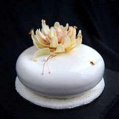 Yogurt mousse with lime, black-currant mousse & marmalade, biscuits, & a sable breton base. Small Desserts, Fancy Desserts, Isomalt, Beautiful Cakes, Amazing Cakes, Lactose Free Desserts, Mirror Glaze Cake, Buttercream Flower Cake, Food Sculpture
