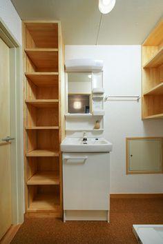 収納が造り付けされた洗面室&洗濯機置き場 Decor, Home, Mansions, Closet
