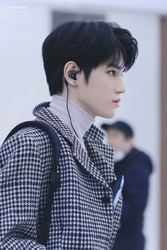Taeyong slaying in Gimpo Airport Lee Taeyong, Jaehyun, Nct 127, Winwin, K Pop, Nct Group, Rapper, Korea, Celebrities