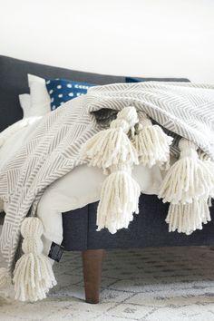 DIY Giant Tassel Throw Blanket - brepurposed