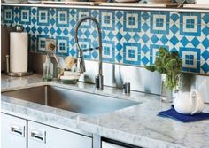 They have these tiles in the cafe on Sunset Gower and I love them. Mexican Tile Kitchen, Kitchen Tiles, Kitchen Flooring, New Kitchen, Kitchen Backsplash Inspiration, Patchwork Kitchen, Mexican Home Decor, Trends, Retro