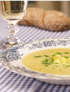 Zucchini-Creme-Suppe: leichte Sommer-Suppe mit feinen Aromen