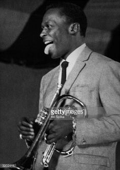 American jazz trumpeter Miles Davis sticks his tongue out and smiles to the audience during a concert. Jazz Artists, Jazz Musicians, Newport Jazz Festival, Jazz Trumpet, Wayne Shorter, Jazz Band, Miles Davis, Jazz Blues, American