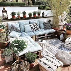 Balkons ,Terrasse , Veranda und Garten Acne Home Treatment 101 Acne is truly one serious worry of mo Small Balcony Decor, Small Patio, Outdoor Spaces, Outdoor Living, Outdoor Decor, Terrazas Chill Out, Balkon Design, Mawa Design, Backyard Patio Designs