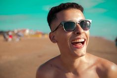 La imagen puede contener: 1 persona, lentes de sol, cielo, primer plano y exterior Freestyle Rap, My Crush, My Boyfriend, Hip Hop, Mens Sunglasses, Photo And Video, Instagram, Photography, Papi