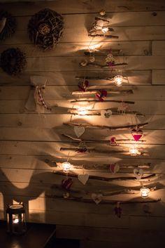 Notre sapin de Noël - 100% fait maison et récup - 0% électricité :-) Our Xmas tree - 100% home made & recycled/Upcycled - 0% electricity #Christmas #tree #sapin #Noel #upcycling #recup #zerowaste