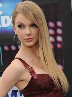 Taylor Swift. I love her music and she's ridiculously nice for a famous person and she's beautiful