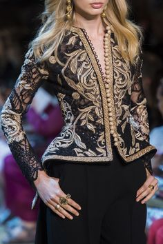 Find tips and tricks, amazing ideas for Elie saab. Discover and try out new things about Elie saab site Fashion Moda, Look Fashion, Fashion Details, Daily Fashion, High Fashion, Womens Fashion, Fashion Design, Couture Details, Couture Fashion
