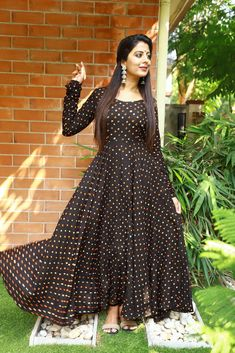 Designer Party Wear Dresses, Kurti Designs Party Wear, Indian Designer Outfits, Long Gown Dress, Maxi Dress With Sleeves, Long Dresses, Maxi Dresses, Cotton Dresses, Dress Skirt