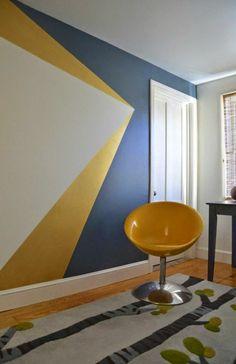 comment-peindre-un-mur-en-gris-et-jaune-mur-géométrique-tabouret-jaune