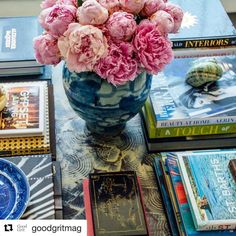#Repost @goodgritmag with @repostapp ・・・ What's on your coffee table? #goodgritmagazine #design #williammclure #coffeetablebook