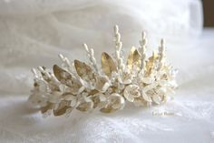 This headpiece has-been made of cold porcelain clay flowers, being each entirely shaped by hand. Flowers and leaves made of this material are lightweight, little bit flexible and shatterproof.  Each flower is unique as a result of a dedicated by-hand work and therefore, the final result of the product may show slightly differences on colour and shape to the sample on the photo.  This item is made to order and it will be shipped 2-3 weeks after purchase.  Otherwise, those headpieces labelled…