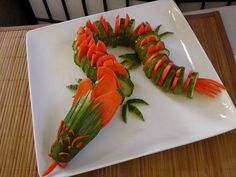 Cucumber and carrot dragon Funny food Children& buffet cucumber carrot carrot dragon Fruits Deguises, Fruits And Vegetables, Veggies, Cute Food, Good Food, Funny Food, Awesome Food, Fruit Animals, Vegetable Animals