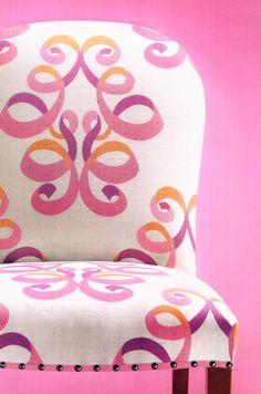 Lovely pink and orange chair on pink backdrop! Tout Rose, Decoration Bedroom, Everything Pink, Take A Seat, Sofa Chair, Bedroom Chair, Desk Chair, Upholstered Furniture, Cool Chairs