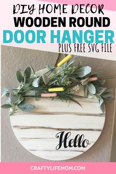 DIY Round Wooden Door Hanger Spring Home Decor DIY Round Wooden Door Hanger Spring Home Decor<br> Create this DIY wooden round door hanger using items form your local hardware store and dollar store. Includes a FREE SVG cut file for your home decor. Wooden Decor, Wooden Diy, Wooden Signs, Free Svg, Wooden Wreaths, Classic Doors, Wooden Door Hangers, Décor Boho, Diy Wood Projects