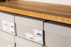 靴箱のラベルは一つ一つご主人が作られました。これはすごい!#M様邸板橋本町 #靴箱 #ラベル #手作り #玄関 #モルタル #コンクリート #躯体現し #EcoDeco #エコデコ #インテリア #リノベーション #renovation #東京 #福岡 #福岡リノベーション #福岡設計事務所