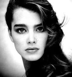 I used to get made fun of for my eyebrows but then my mother says I have Brooke Shields eyebrows. I now think my eyebrows are awesome. Pretty People, Beautiful People, Beautiful Women, Most Beautiful Faces, Beautiful Celebrities, Beautiful Eyes, Beauty And Fashion, Look Fashion, Cara Delevingne