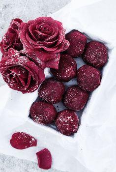 Scandinavian Wellness - Raw antioxidant bollar med hallon och mörk choklad