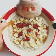 """lucirebecca on Instagram: """"// b r e a k f a s t • o a t s // cherry bakewell style oats made with @deliciousalchemy GF oats, rice milk, ground almonds, chia, gojis, flaked almonds and some 0 cal maple syrup ☺️☺️ ----------------------------------------------- #breakfast #whatieat #eatwell #igfood #instafood #intuitiveeating #delicious #foodie #foodpic #fooddiary #healthy #healthyeating #mindfuleating #foodlover #eathealthy #foodporn #foodgasm #foodstagram #porridge #plantbased #porridgeporn Bakewell, Rice Milk, Ground Almonds, Intuitive Eating, Mindful Eating, Food Diary, Maple Syrup, Glutenfree, Oatmeal"""