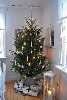 Below are the Minimalist Christmas Decor Ideas. This article about Minimalist Christmas Decor Ideas was posted under the category by our team at March 2019 at pm. Hope you enjoy it and don't forget to share this post. Minimalist Christmas Tree, Swedish Christmas, Noel Christmas, Scandinavian Christmas, Rustic Christmas, White Christmas, Minimal Christmas, Christmas Ornaments, Natal Natural