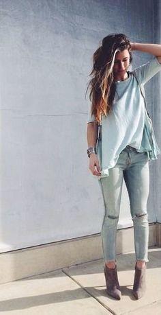 loose tee + acid wash jeans + suede booties