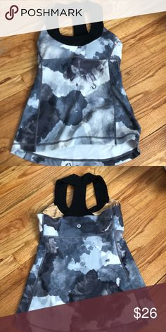Shop Women's lululemon athletica White Black size 2 Tank Tops at a discounted price at Poshmark. Running Tank Tops, Yoga Tank Tops, Workout Tank Tops, Camo Tank Tops, Plus Fashion, Fashion Tips, Fashion Trends, Cropped Tank Top, Cute Tops