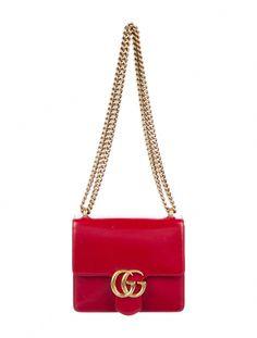 Choosing The Perfect Handbag That's Suitable For All Season - Best Fashion Tips Gucci Handbags, Designer Handbags, Classic Handbags, Round Bag, Beaded Clutch, Fashion Accessories, Shoulder Bag, Purses, Casual Outfits