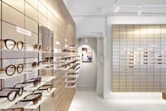 Viu eyewear creates gallery-like space for its Vienna flagship store - Harriet Gardiner Retail Store Design, Retail Shop, Retail Displays, Shop Displays, Window Displays, Point Of Sale, Eyewear Shop, Glass Store, Optical Shop