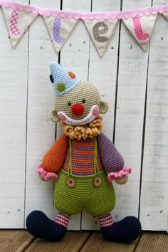 Downloadable pattern written in English (US terminology) and Dutch. Chatterbox is a sweet and funny clown. A true friend of all kids around the world. Always happy and positive, encouraging and full of surprises. The toy has lots of small details that make him special. It is an advanced