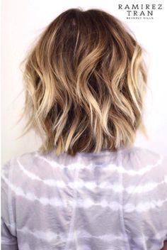 Frisuren Lived in colour. Fancy Short Hair, Short Hair Cuts, Pretty Hairstyles, Bob Hairstyles, Medium Hair Styles, Curly Hair Styles, Blonde Balayage, Fall Hair, Hair Dos
