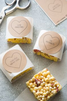 Super cute Valentine's Day labels for your treats. Free printables for Avery Kraft Brown Labels #22808 on the SpoonForkBacon blog. #avery