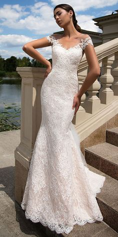 Fascinating Tulle & Lace V-neck Neckline Mermaid Wedding Dress With Lace Appliques & Detachable Train
