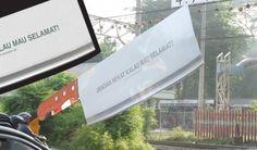 インドネシア鉄道の啓発広告、踏切の遮断機に巨大包丁  |  AdGang