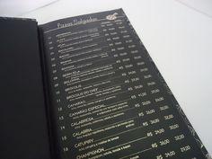 Cardápio personalizado, capa dura, impressos em hot stamp digital, acabamento em laminação fosca, costura japonesa ou parafusos metálicos.ekopapel.com.br